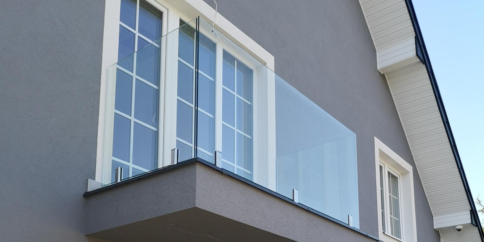 Balustrada szklana montowana na spigotach
